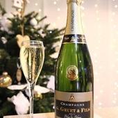 Nous vous souhaitons de bonnes fêtes de fin d'année avec le champagne G.Gruet et Fils. 🎄🎁  Profitez de votre famille en ce jour de fête 👩🏽🤝👨🏼👨👩👦👨👩👦👦👪👬👩👦👨👧👧👩👦👦  N'oubliez pas de laisser une coupe de champagne au père Noël. 🥂. 😁.  @meganagphotographie @famillecrapaud Merci pour ces jolies photos. 🙂. 😍.  #champagne #champagnegruet #champagnegruetetfils #brut #brutblancdeblancs #fetes #fete #noel #noël #christmas #joyeux #joyeuxnoel #joyeuxnoël #perenoel #pèrenoël #santaclaus #bonnefete #bonnesfetes #cadeau #cadeaux #flute #coupe #vignoble #champagneardenne #marne #bethon