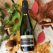 """La """" Fillette"""" si petite et si mignonne 😍🍾 Les fêtes de fin d'année approchent et elle est déjà sur son 31 ! Détail choc pour l'occasion """"le nœud papillon"""". Prête à faire la fête !! 🍾 ⚠️ L'abus d'alcool est dangereux pour la santé, à consommer avec modération !!! #champagneggruetetfils #champagnegruetetfils #champagnegruet #gruetetfils #gruet #champagne  #blancdeblanc #demibouteille #voyage #vacance #vosges #xonruptlongemer #xonrupt #longemer #automne #feuilles #couleursautomne #fêtes #noël #vignoble  #champagneardenne"""