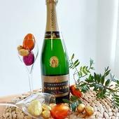 Belle semaine à vous tous 🙂  Pour pâques rien de mieux que du champagne Brut Blanc de Blancs G.Gruet et Fils, pour faire plaisir à vos convives. (Bien sûr n'oubliez pas les gestes barrières). 😷 🖐🏻🧼💦  Prenez soin de vous. 🍾.  #champagne #champagnegruet #champagnegruetetfils #pâques #paques #chocolat #chocolats #oeufdepaques #oeufs #poule #lapin #champagneardenne #marne #bethon