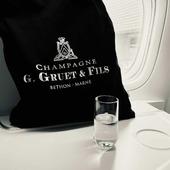 Destination : DUBAÏ 🌍✈  Le champagne G.Gruet et Fils s'est envolé à destination de Dubaï 🌊🏙  Bon séjour 🍾  #voyage #travel  #voyageur #traveler #vacance #holiday #avion #plane #airplane #dubai #dubaï #dubailife #gruet #gruetetfils #champagnegruetetfils  #champagne #champagnelover #champagnelovers #brut #brutblancdeblancs #blancdeblancs